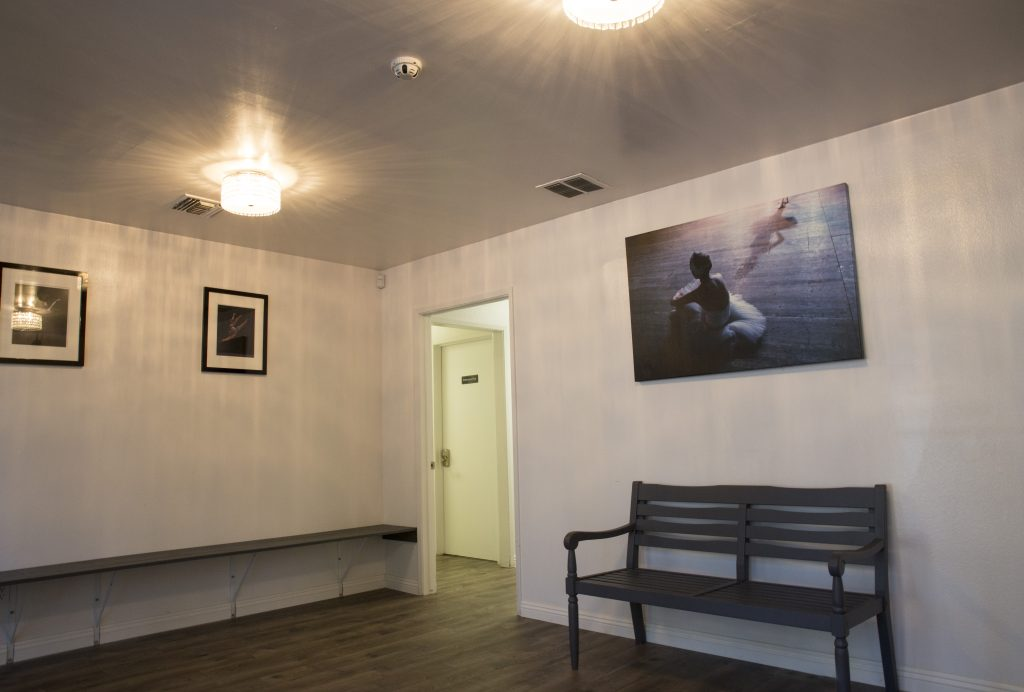 r-hall-lounge_02
